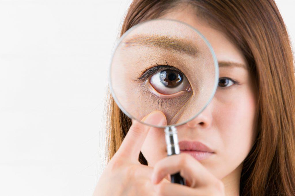 目の下のたるみを取る方法