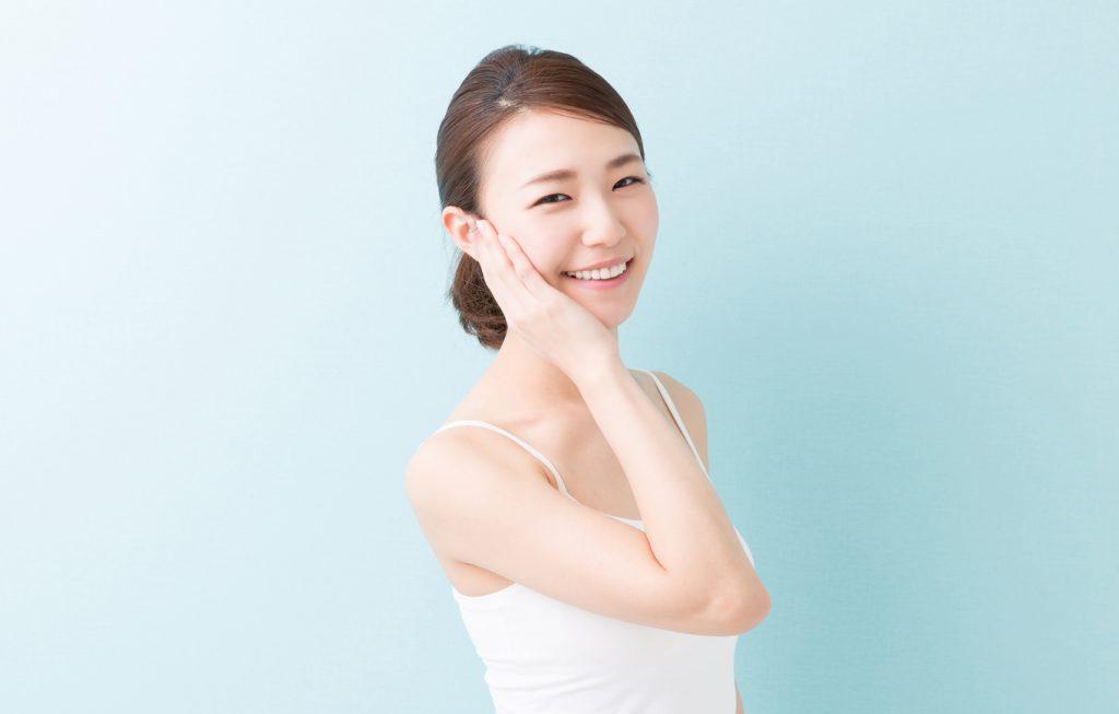顔のテカリを改善する方法