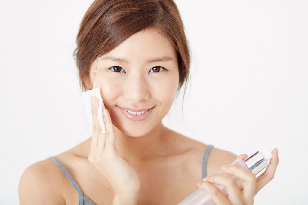 化粧崩れの直し方は化粧水とコットン
