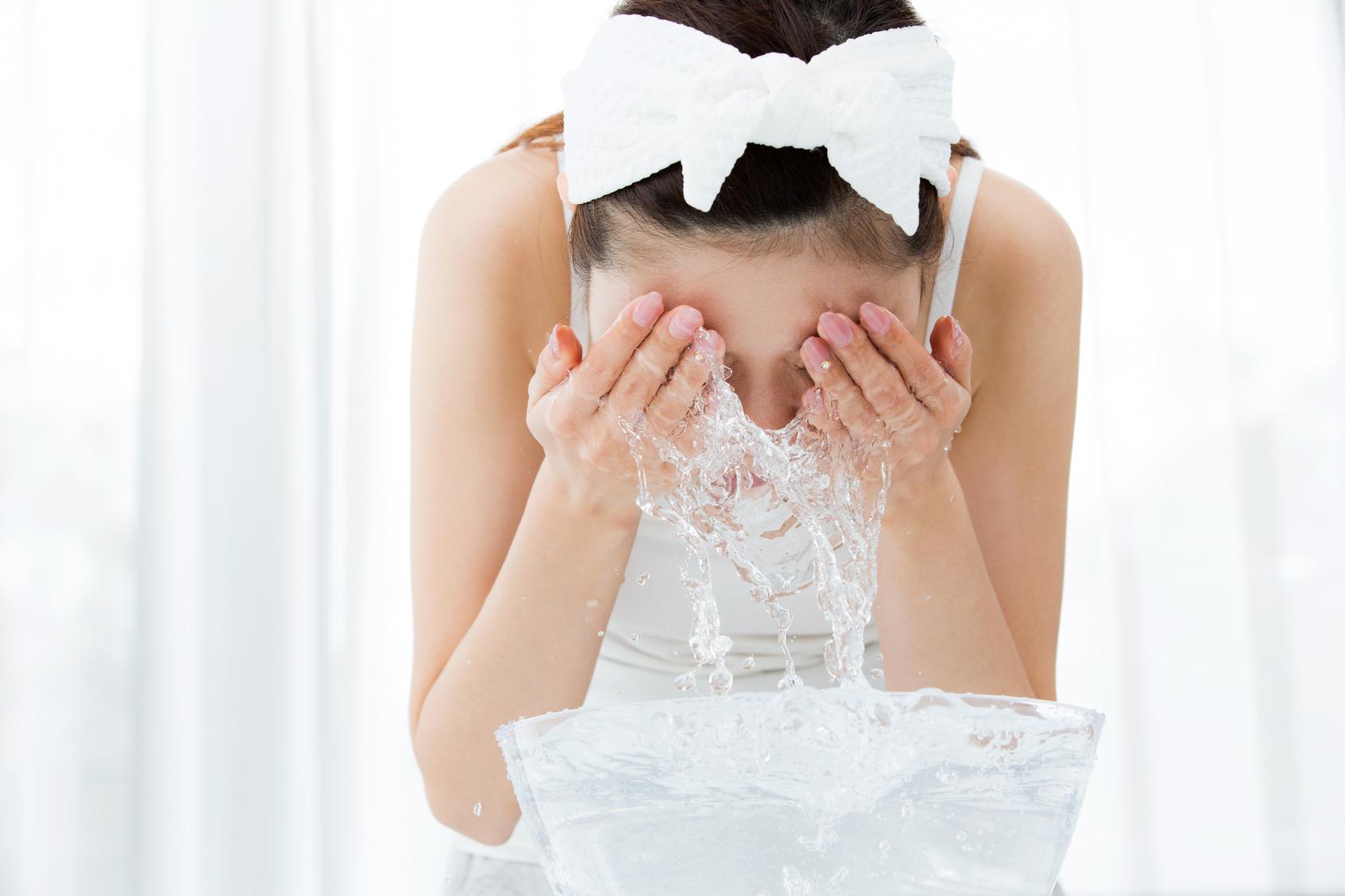 朝と夜の洗顔方法の違い
