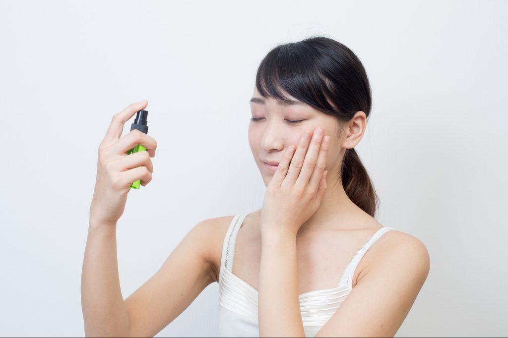 乾燥肌にミスト化粧水はよくない
